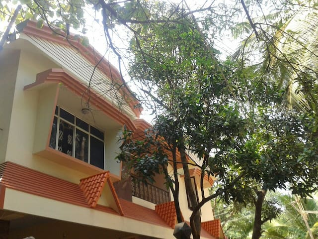 """""""CHIRASI"""" RESIDENTIAL INDEPENDENT HOUSE (UPSTAIRS) - Nagercoil - Hus"""