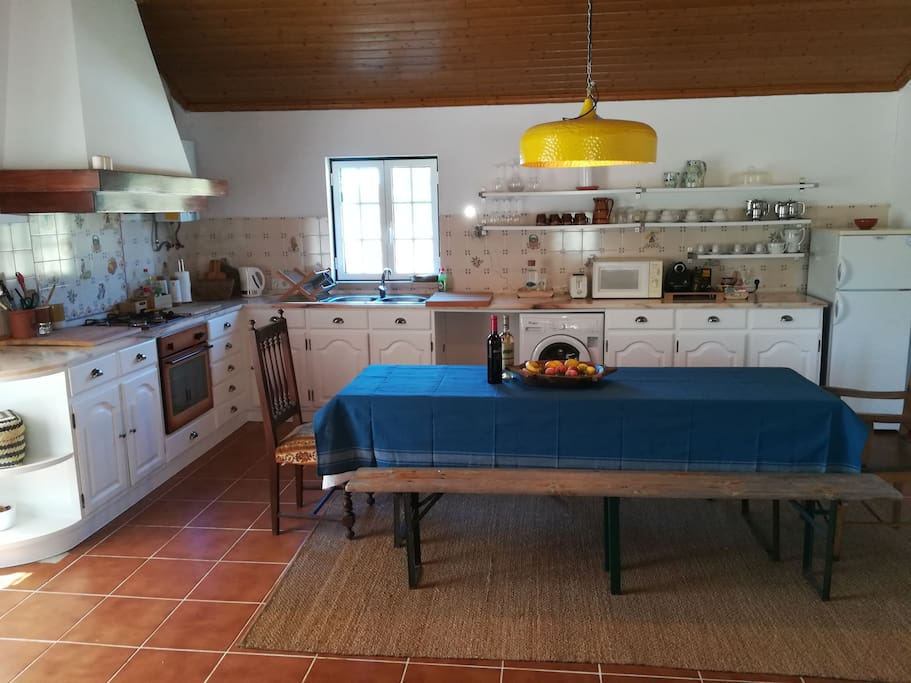 Bright and spacious fully equipped kitchen and dining area