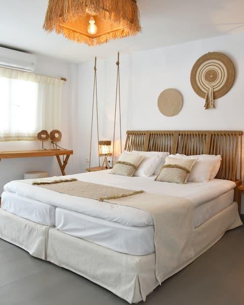 Angelos Design Suites: Junior Suite 01