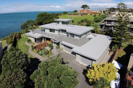 Luxury retreat with stunning sea views