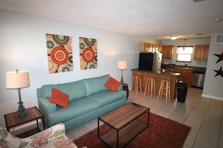 Updated Beachfront 2 Bedroom Condo! - Gulf Shores - 公寓