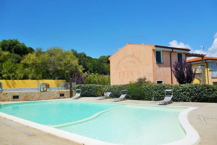 Appartement confortable avec piscine à Badesi