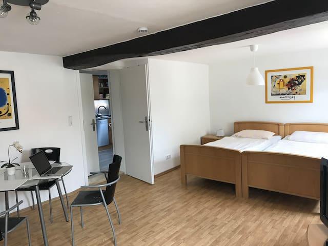 Kaufungen: Monteurs- & Ferienwohnung (warm & cozy)
