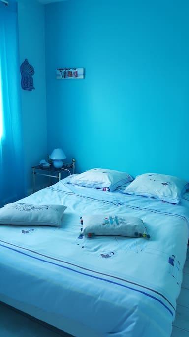 Faîtes de beaux rêves dans la chambre bleue