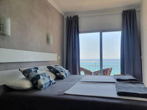غرفة مزدوجة مطلة على البحر 201/301