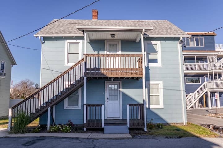 208 Cottage 2 Blue