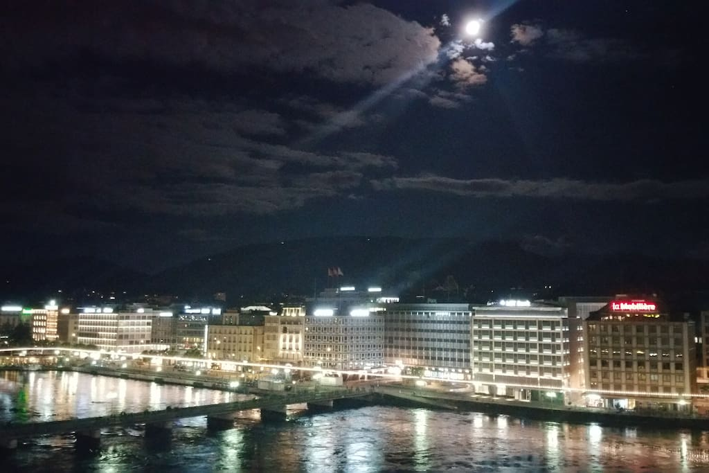 Ready for calm cocktails at night overlooking Geneva?