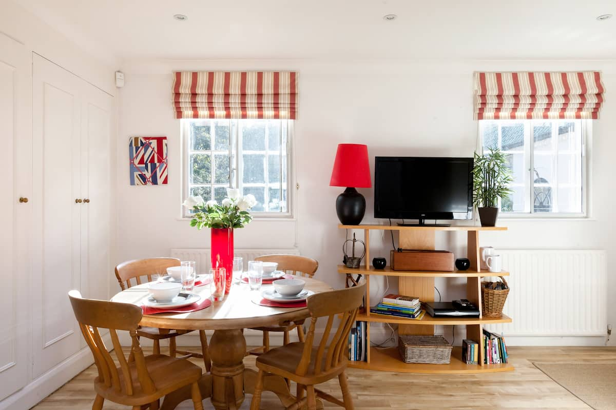 Visit London from Historic Annexe Apartment