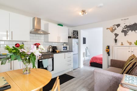 ❤Entire flat, Netflx+WIFI+Workspace+Kitchen+Parkng