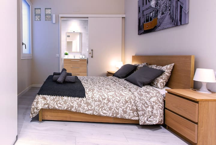 Room for 2 people with private bathroom Gotic BCN
