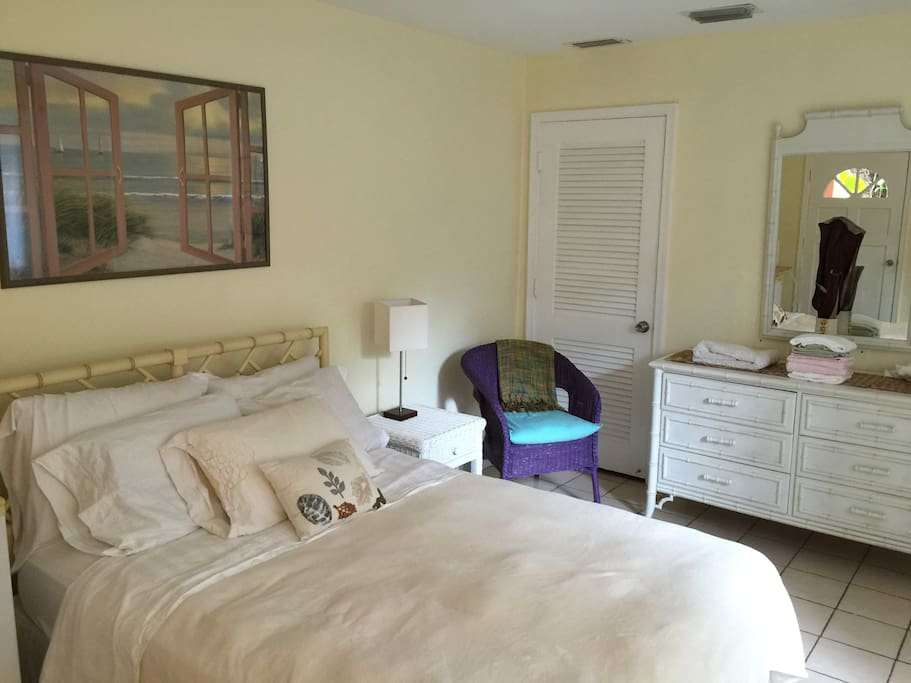 Bed, large closet in back