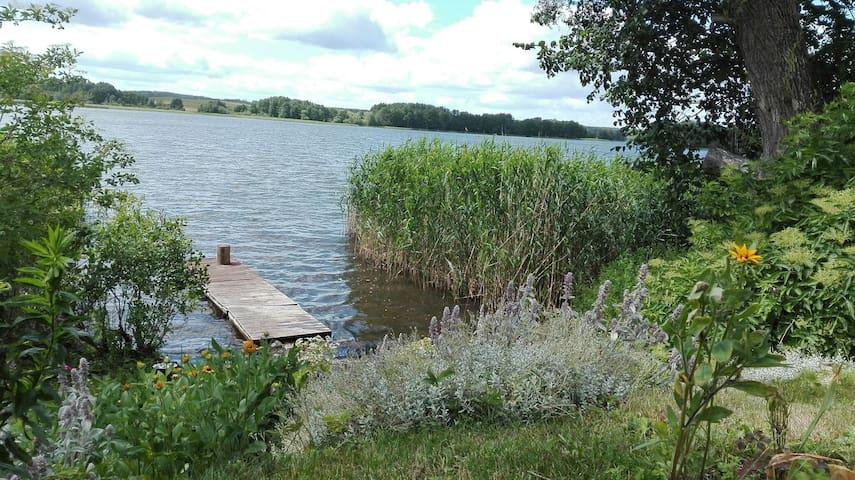 Działka z domem nad mazurskim jeziorem k. Mrągowa
