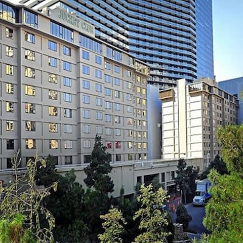One bed condo on the Strip - Cosmopolitan