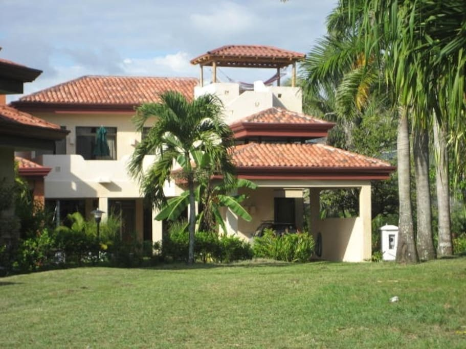 Luxury beachfront community gated houses for rent in for Costa rica rental houses