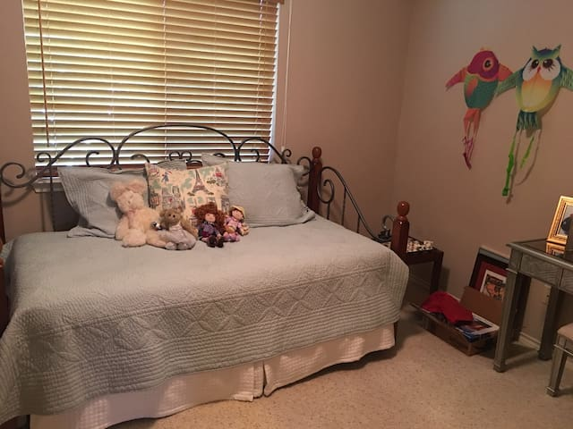 Third bedroom Trundle bed, (two singles)