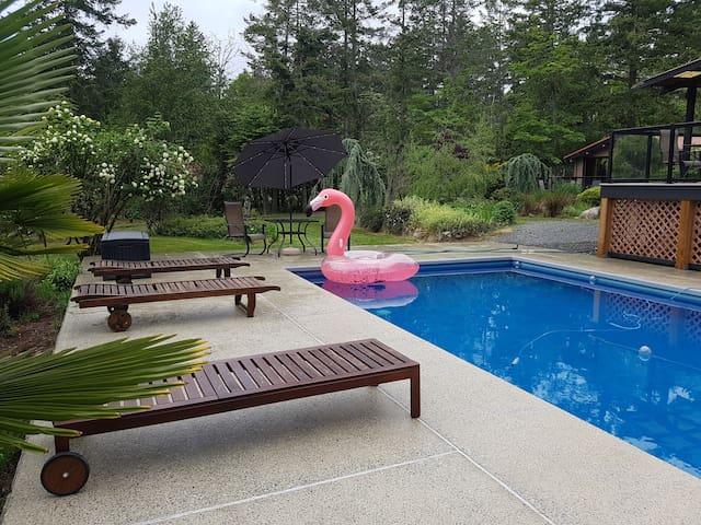 PJ's Island and Subsea Retreat - Cottage/Studio