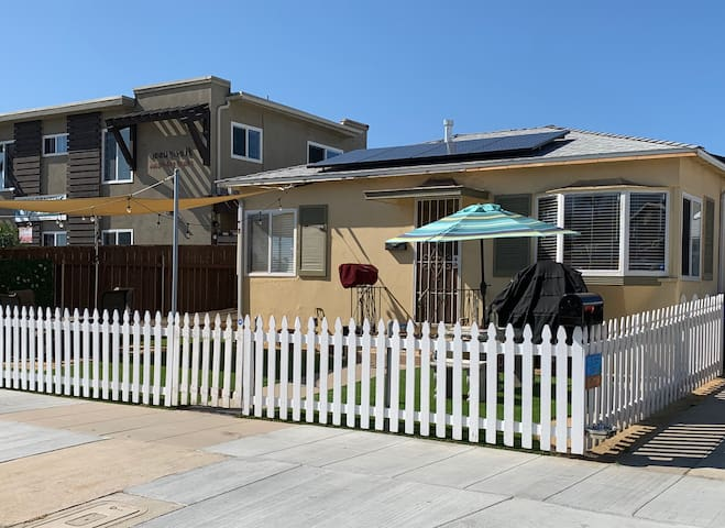 One Bedroom Classic Beach House 1/2 block to beach