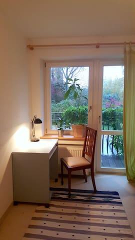 Zimmer mit Balkon, Küche und DSL Flat - Neubiberg - Casa