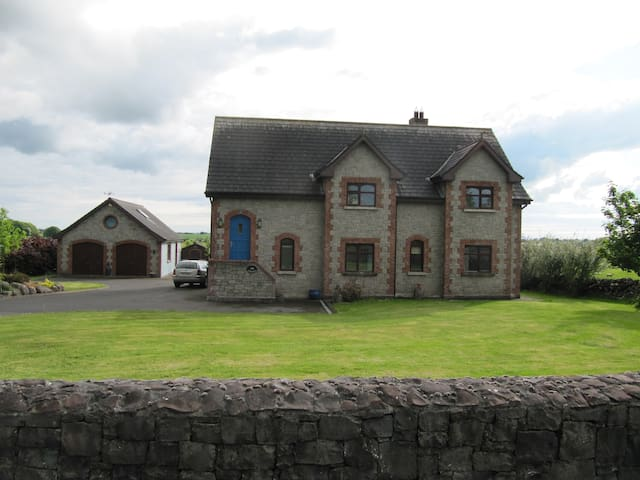 Spacious , bright comfortable home - Galway - Huis