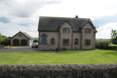 Spacious , bright comfortable home - Galway