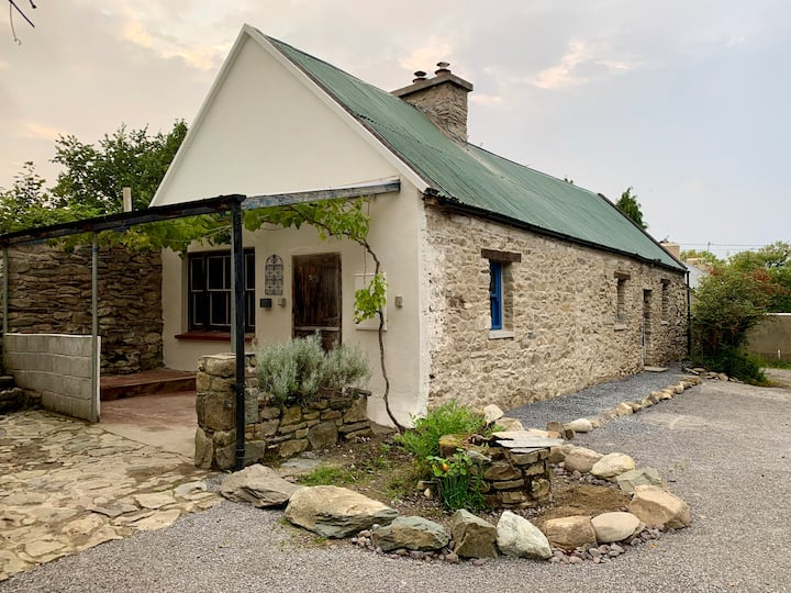 Lizzie's Lodge. Traditional Irish Stone Cottage