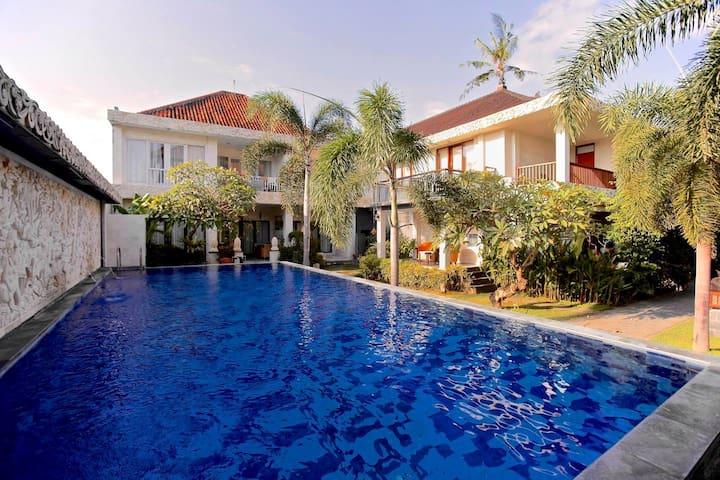 Beautiful apartment 2 Pools  near the beach