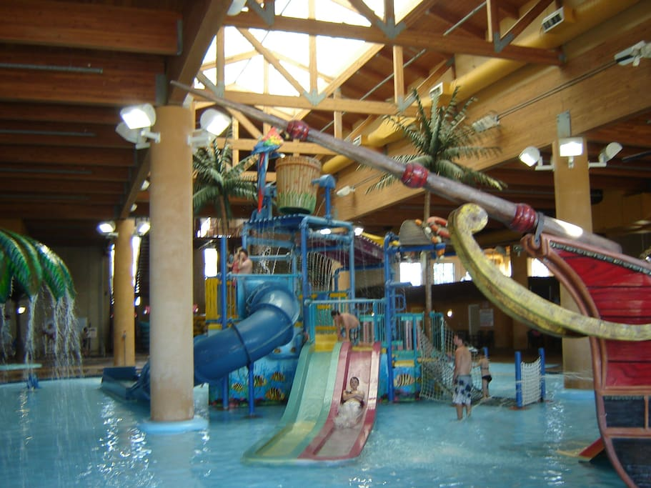 Waterpark with fun and amenities for the entire family!