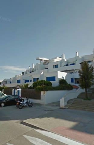 Apto 2 habitaciones con wifi junto al mar. - Tarifa - Apartment