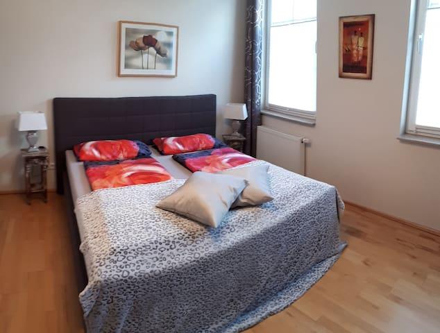 Schlafzimmer 1 (Betten sind auf Wunsch auch einzeln zu stellen)
