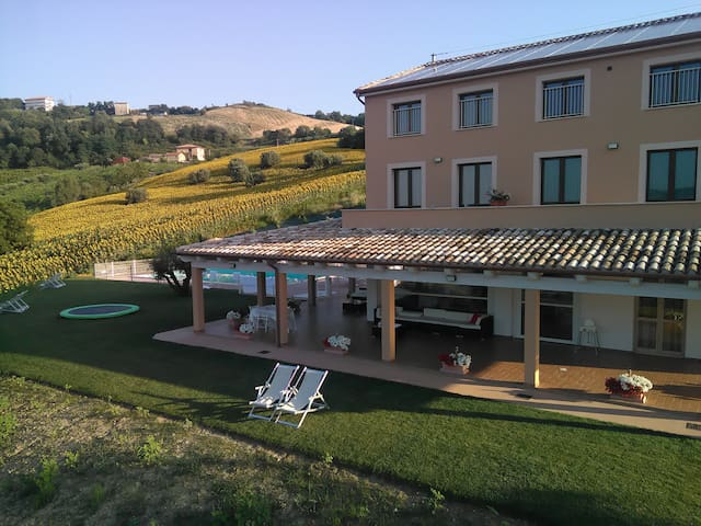 Beautiful located Agriturismo - Carassai - Bed & Breakfast