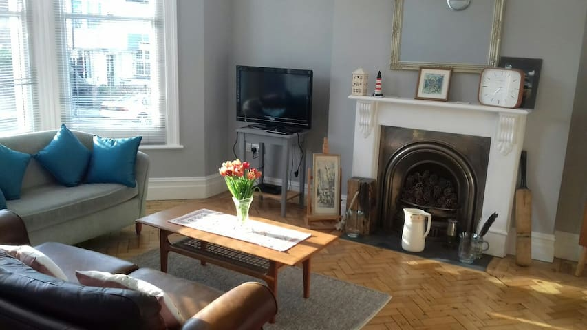 Spacious Flat with garden just off Ryde seafront