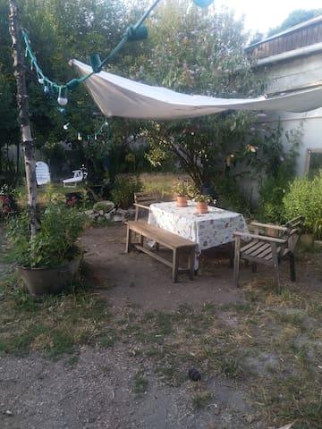 Maison + agréable jardin