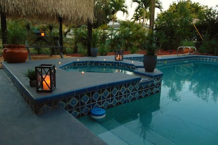 Beach Cottage! Pool,Spa,Cabana, Walk/bike to beach