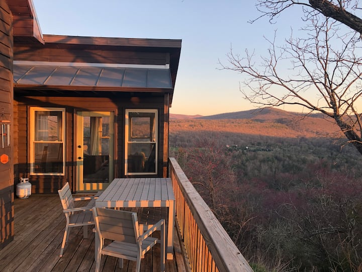 Sweeping Views in Lost River! Work & Dog Friendly