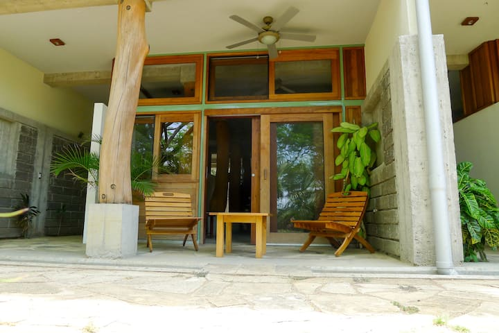 Beautiful Studio w Pool & Rum, Near Town and Beach