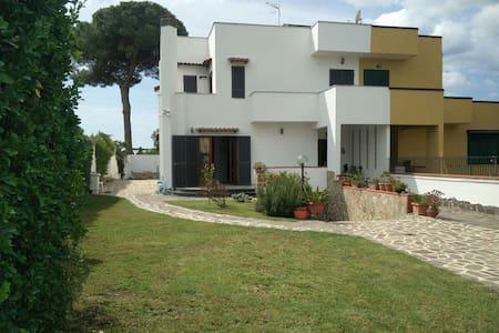 Villa con giardino in  un  Parco - Varcaturo