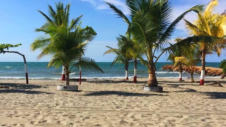 Cabaña en primera línea de playa colombia tolu