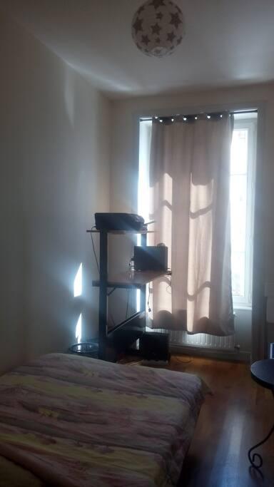 petite chambre proche de part dieu appartements louer lyon rh ne alpes france. Black Bedroom Furniture Sets. Home Design Ideas