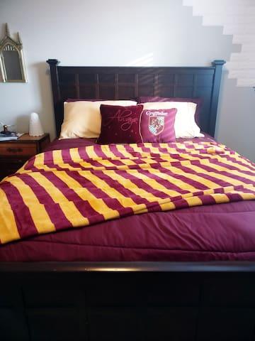 Cozy queen sized bed