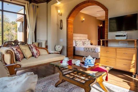 Sanjwat Homestays-Largest luxury villa w/ Orchard
