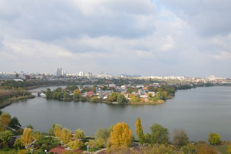 Spartan apartment with a great view near Mega Mall - București - Pis