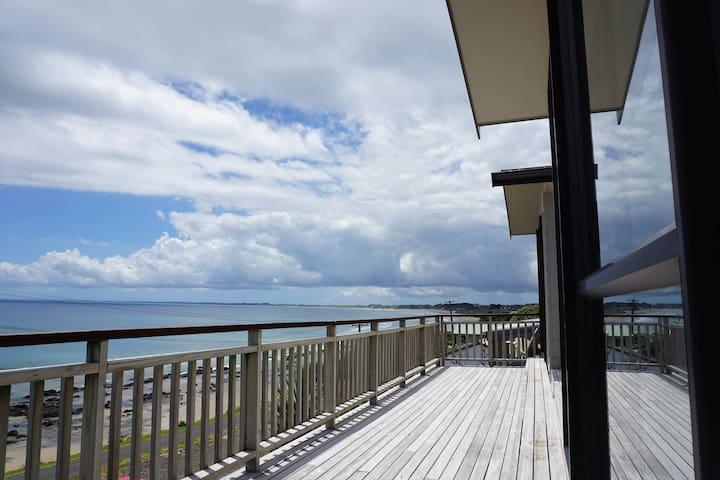 The Beach House Ahipara - with Beach House Studio