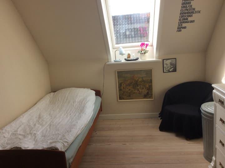 Lyst værelse i hjertet af Svendborg