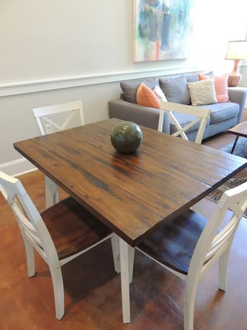 Dining room table with 4 chairs. 2 bar stools next to table to allow seating for 6 people.