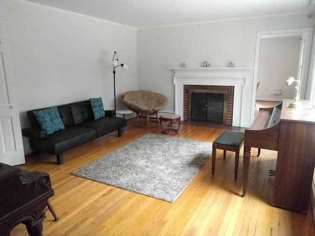Secluded 2d floor queen BR near UNC - Chapel Hill - House