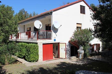 Apartmani - Petrina - Jablanac - อพาร์ทเมนท์
