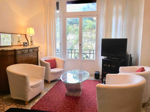 HEART OF MONACO: Very well located apartment