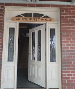 Riley's Retreat (Spa room) at Jardine Lodge