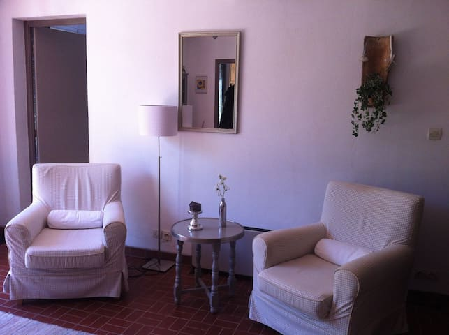 Comfortably furnished, meubles confortables
