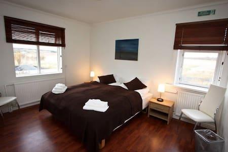 Room just outside of Reykjavik - Ház